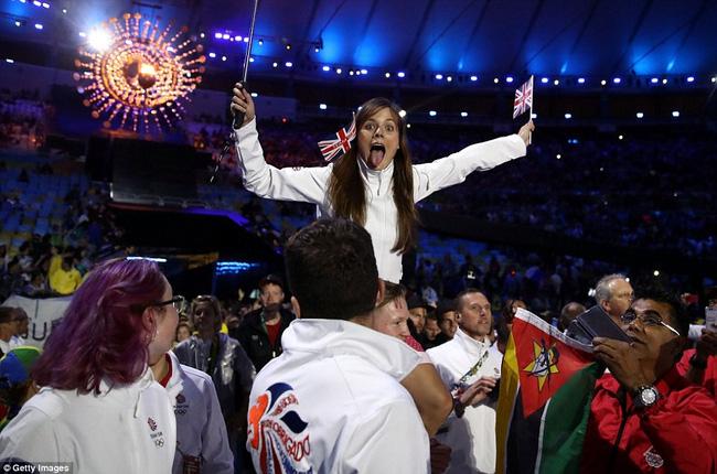 Các vận động viên Mỹ vô cùng phấn khích trong ngày chia tay Olympic Rio 2016. Với tổng cộng 121 huy chương (46 vàng, 37 bạc, 38 đồng), thể thao Mỹ cho thấy sức mạnh tuyệt đối ở kỳ Thế vận hội này.