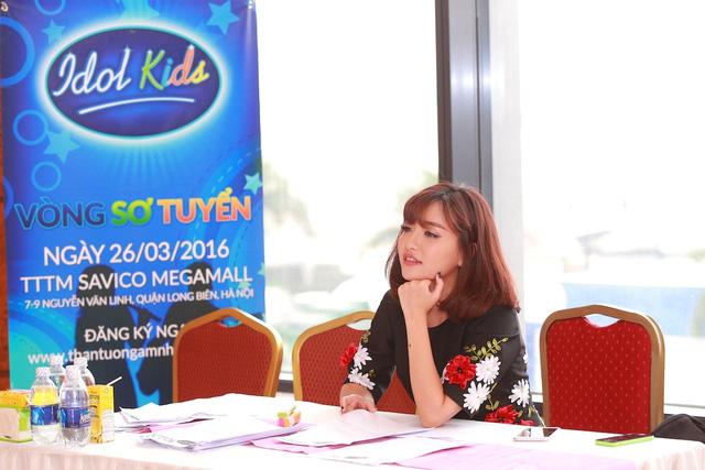 Nữ ca sĩ Bích Phương tỏ ra rất vui và mong chờ vào tài năng và sự thể hiện của các thí sinh nhí