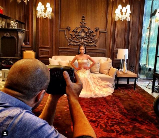 Pia lọt vào mắt xanh của chuyên gia - nhiếp ảnh gia thời trang Nigel Barker, cựu giám khảo cuộc thi Americas Next Top Model.