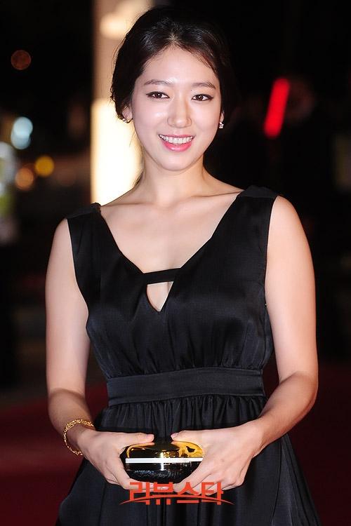 Park Shin Hye xinh đẹp và nữ tính trong một sự kiện năm 2012