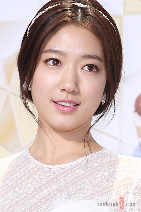 Nữ diễn viên khoe vẻ đẹp tròn trịa tại một sự kiện
