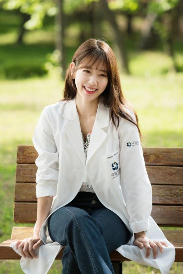 Tuy nhiên không thể phủ nhận, nụ cười rạng rỡ của Park Shin Hye vẫn có thể hạ gục bất cứ chàng trai nào