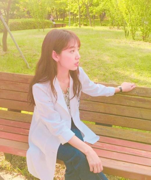 Hình ảnh gầy rộc này của Park Shin Hye nhận được những ý kiến trái chiều của cư dân mạng. Một số cho rằng việc giảm cân khiến Park Shin Hye thêm già nua