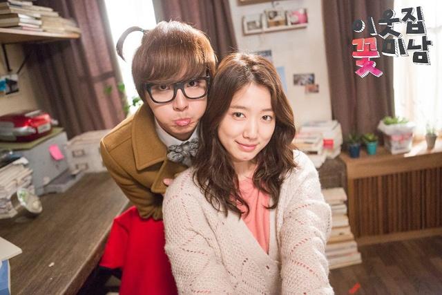 Park Shin Hye thay đổi hình ảnh với mái tóc xoăn lãng mạn