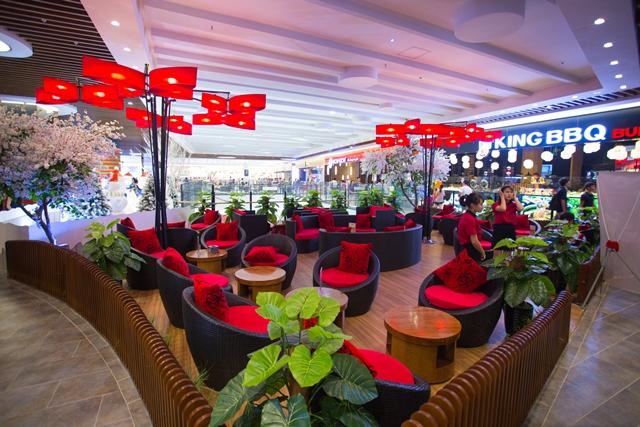 Khung cảnh đẹp long lanh, lãng mạn, chỗ ngồi ấm áp, riêng tư tại AEON MALL Long Biên là điểm đến lý tưởng cho các cặp đôi trong dịp Valentine này