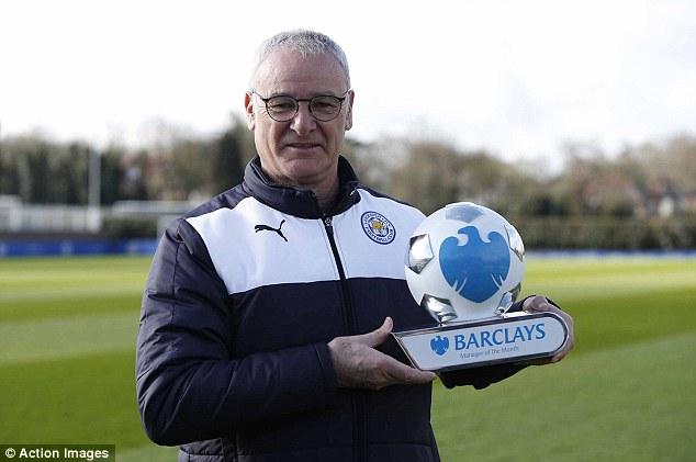 HLV Ranieri nhận danh hiệu HLV hay nhất tháng 3.