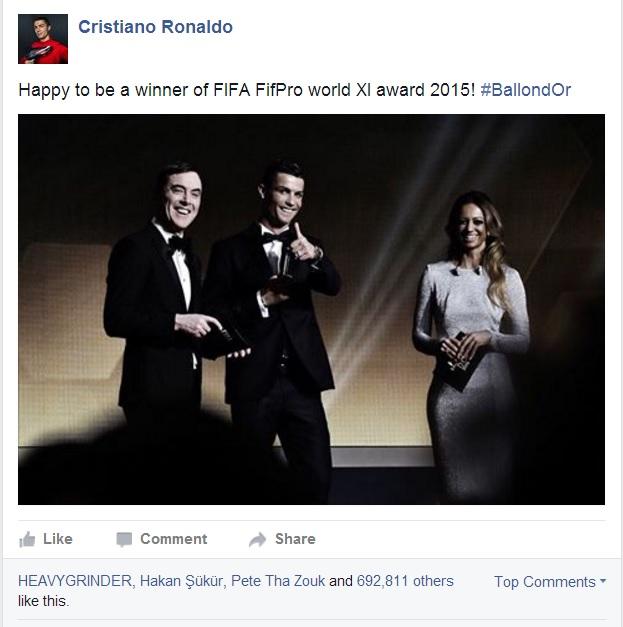 Ronaldo vui mừng khoe thành tích lọt vào đội hình tiêu biểu của FIFA năm 2015