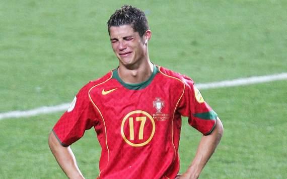 Nước mắt bại trận của Ronaldo ở EURO 2004.