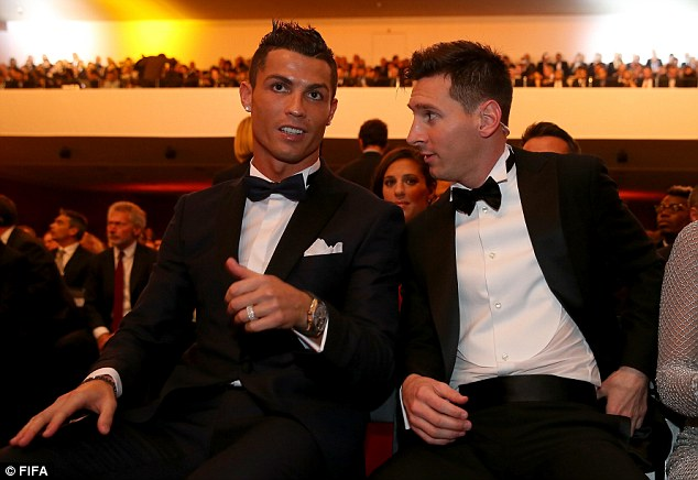 Nhiều hơn Messi 2 tuổi, Ronaldo cũng có số bàn thắng nhiều hơn Messi.