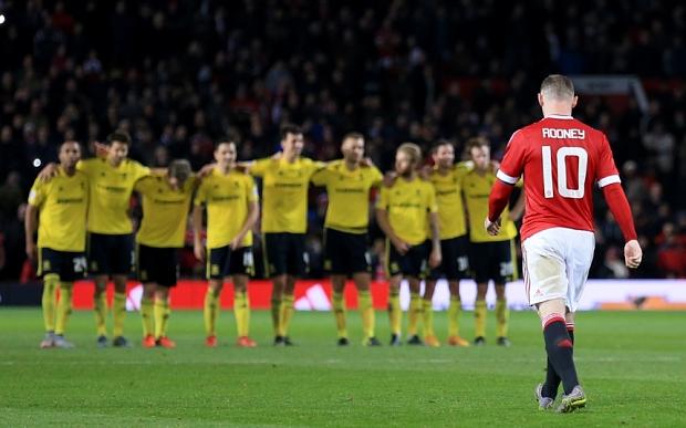 Rooney từng đá hỏng phạt đền khiến Man Utd ngậm trái đắng trước Boro tại Capital One Cup năm nay