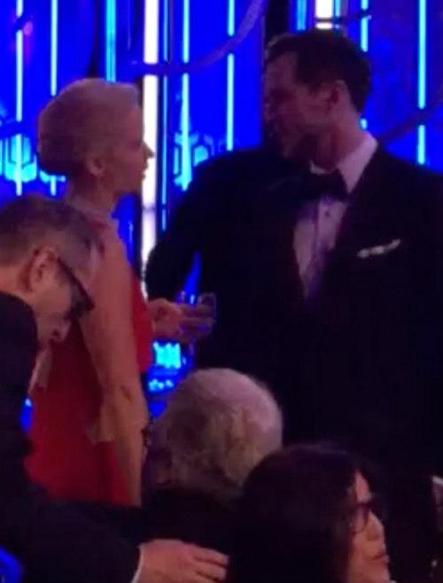 Jennifer Lawrence trò chuyện cùng bạn trai cũ ở Lễ trao giải Quả cầu vàng 2016.