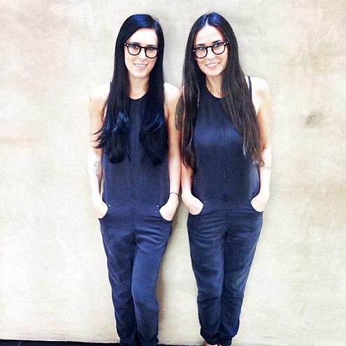 Nhìn vào bức ảnh này của mẹ con ngôi sao Demi Moore, có lẽ người xem sẽ dễ hiểu đó là một cặp sinh đôi.