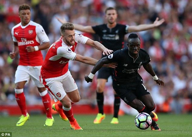 Sadio Mane liên tục làm khổ hàng phòng ngự Arsenal bằng tốc độ của mình