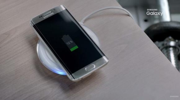Giống như phiên bản tiền nhiệm, Galaxy S7 Edge cũng hỗ trợ sạc không dây
