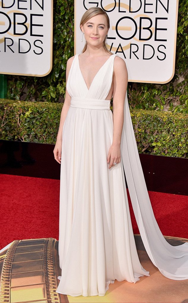 Nữ diễn viên Saoirse Ronan diện bộ cánh đẹp tinh tế của Saint Laurent.