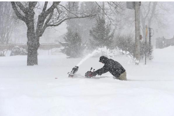 Tuyết cao gần ngang hông người
