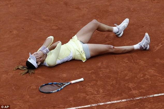 Muguruza có lẽ đã không tin nổi vào chiến thắng trong trận chung kết trước Serena Williams... Ảnh: AP