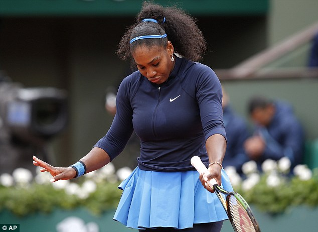 Serena đã rất cố gắng nhưng không thể chống lại sức mạnh và khát khao chiến thắng từ Muguruza. Ảnh: AP