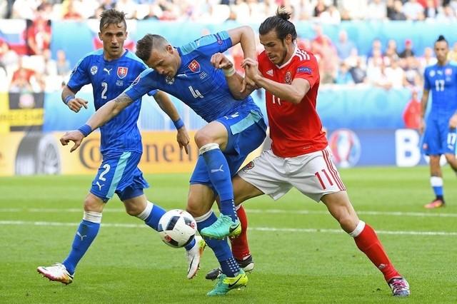 Slovakia (áo xanh) đã chịu thất bại đáng tiếc trước Xứ Wales trong ngày ra quân. Ảnh: UEFA