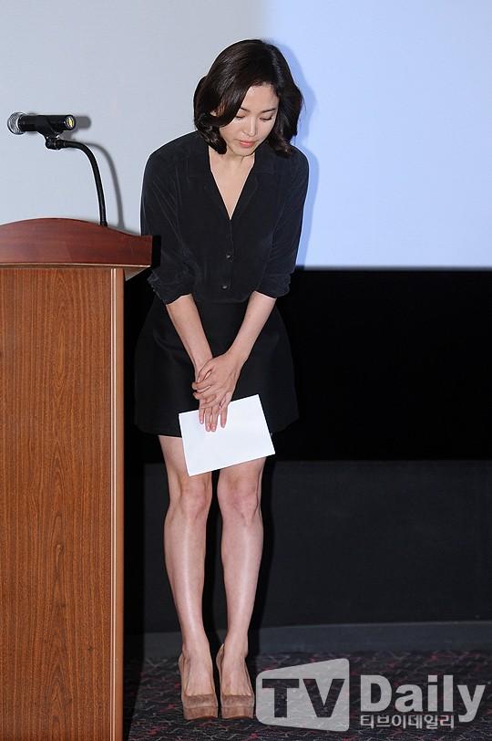 Song Hye Kyo cúi đầu xin lỗi vì scandal trốn thuế