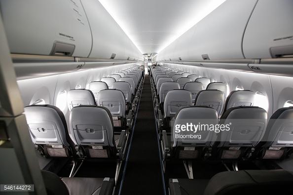 Khoang hành khách của Sukhoi Superjet 100