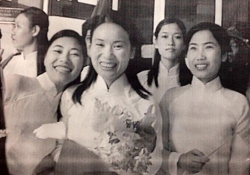 Tên tuổi của nhà báo Tạ Bích Loan gắn liền với các chương trình như Đường lên đỉnh Olympia, 7 sắc cầu vồng, Người đương thời, Khởi nghiệp… Cô ghi dấu ấn trong lòng khán giả với khả năng ứng biến thông minh và nụ cười tươi.