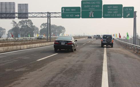 Nhiều tài xế không chấp hành luật giao thông khi đi trên đường cao tốc. (Ảnh minh họa: Internet)