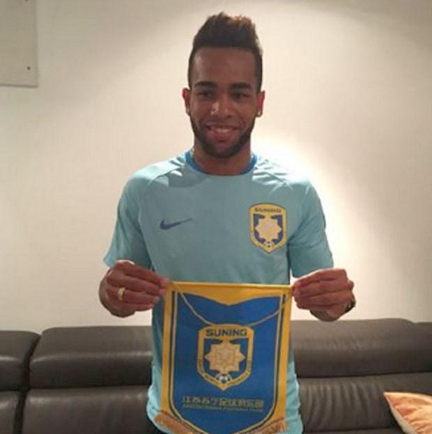 Teixeira gia nhập Jiangsu Suning với mức giá 38 triệu bảng