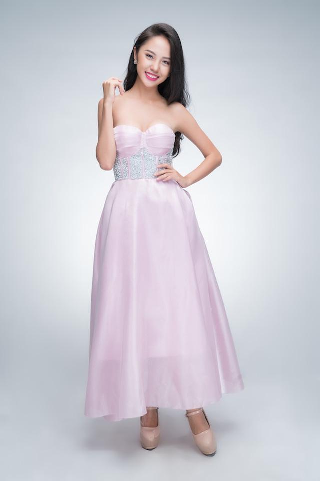 Nguyễn Phương Thanh Vy, 21 tuổi, đến từ TP.HCM. Thanh Vy từng có kinh nghiệm làm người mẫu thời trang nên cô khá tự tin khi bước vào Lâu đài sắc đẹp. Gương mặt thanh tú và nụ cười rạng rỡ là lợi thế của thí sinh này.