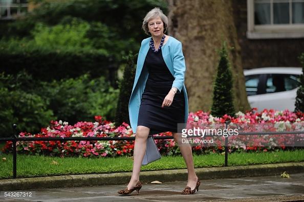 Bà Theresa May có gu thời trang sang trọng và tinh tế.