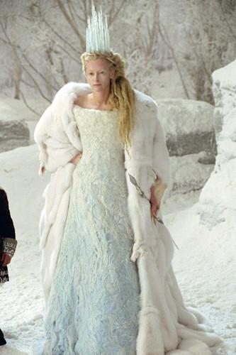 Nữ diễn viên Tilda Swinton đẹp lạnh lùng, kiêu sa khi vào vai Phù thủy trắng trong bộ phim The Chronicles of Narnia.