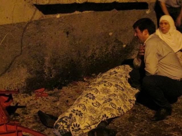 Hàng chục người thương vong trong vụ đánh bom. (Ảnh: VTV9)