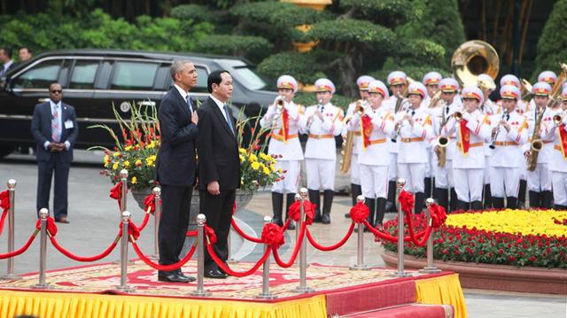 Chủ tịch nước Trần Đại Quang chủ trì lễ đón chính thức Tổng thống Mỹ Barack Obama (Ảnh: Dân trí)