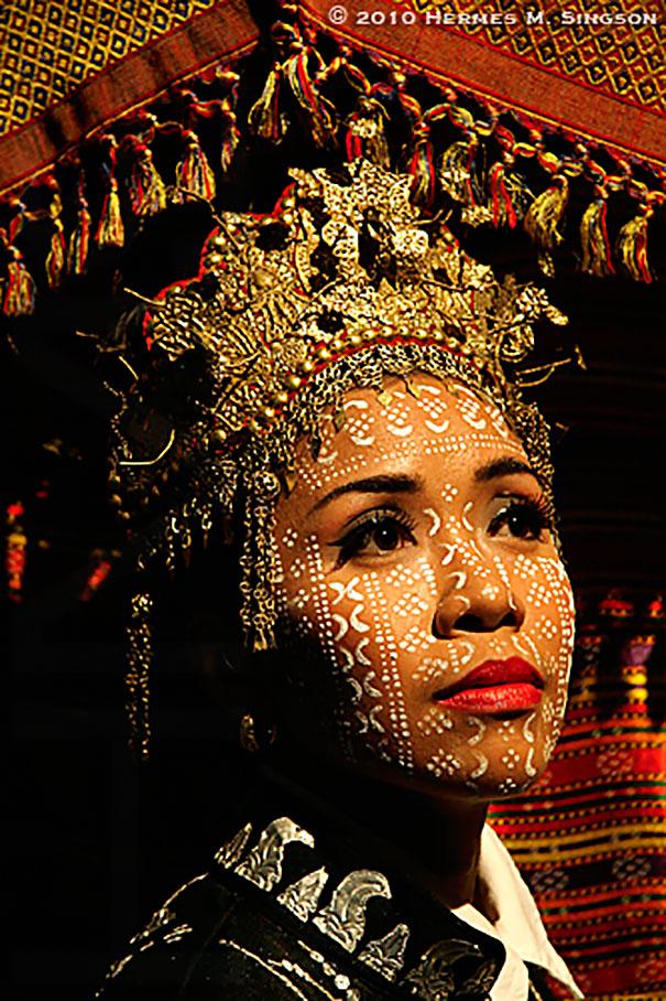 Cô dâu của tộc người Yakan (đảo ở Philippines)