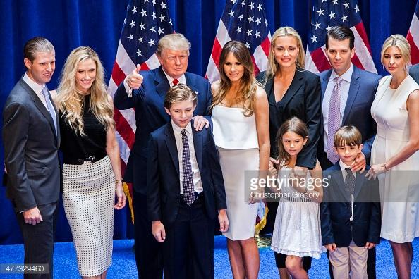 Trong mỗi lần xuất hiện trước công chúng của ông Donald Trump luôn có sự hiện diện của đại gia đình tỷ phú.