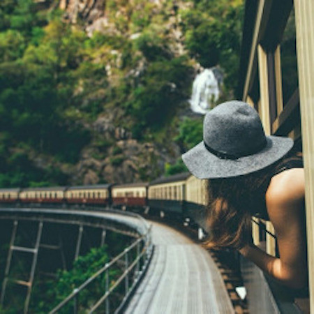 Đi du lịch: Việc luyện tập thể chất và tinh thần khi đi du lịch sẽ giúp bạn thoát khỏi tâm trí căng thẳng khi quan tâm quan sát và tìm tòi hiểu biết về con người, thực phẩm, văn hóa, lối sống xã hội những nơi ta đến.