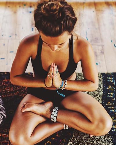 Thiền: Lợi ích của thiền là để giúp trí não tập trung, giảm mức độ căng thẳng thoát khỏi trạng thái lo lắng, kiểm soát được bản thân, nhận thức được phiền nhiễu và phương pháp hiệu quả để giải quyết vấn đề.