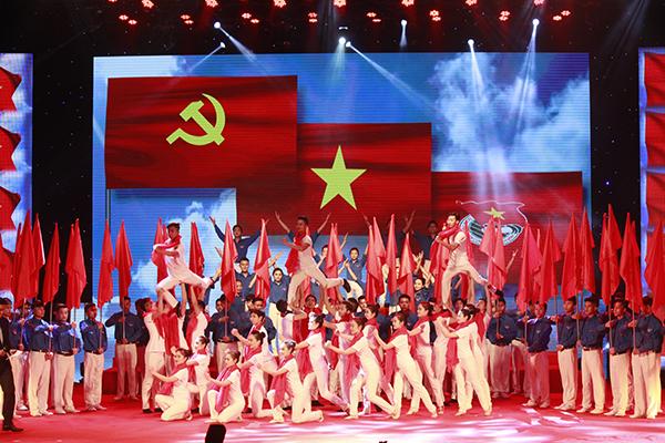 Lễ kỷ niệm 85 năm ngày thành lập Đoàn TNCS HCM (26/3/1931 - 26/3/2016) và trao giải thưởng Lý Tự Trọng năm 2016 tại Hà Nội. (Ảnh: Dân trí)