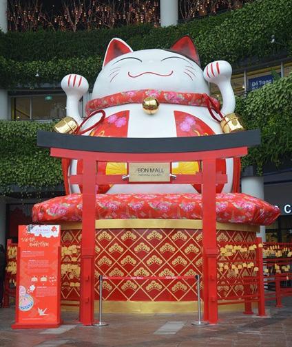 Mèo béo may mắn Maneki Neko và cổng Torii sẽ là địa điểm check-in tuyệt vời cho các bạn trẻ