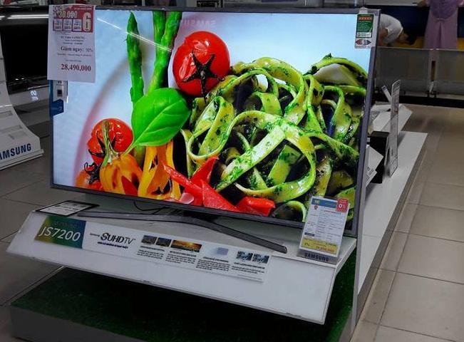 Các siêu thị điện máy đều tung ra nhiều chương trình ưu đãi hấp dẫn khi mua TV trong mùa EURO 2016.