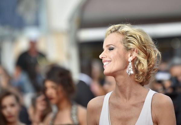 Eva Herzigová vẫn hết sức trẻ trung và tự tin tạo dáng trước rừng ống kính của Cannes 2016.
