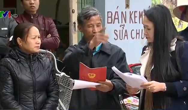 Người dân bức xúc phản ánh với phóng viên của VTV