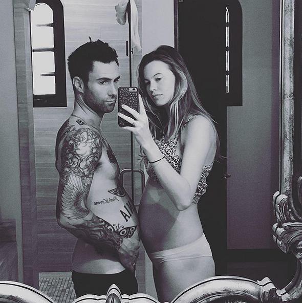 Một bức ảnh dễ thương của vợ chồng Adam Levine. (Ảnh: Adam Levine Instagram)