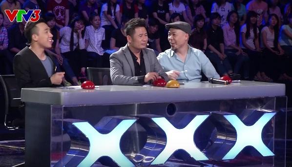 Ban giám khảo thích thú trước tiết mục của cặp thí sinh.
