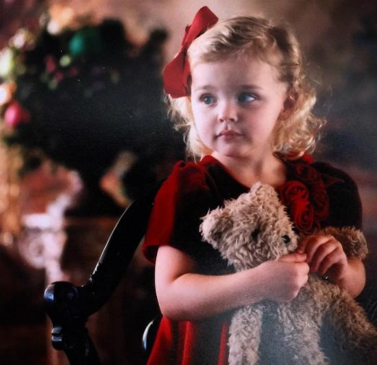 Một bức ảnh khác của Chloe ngày bé khiến các fan thích mê.