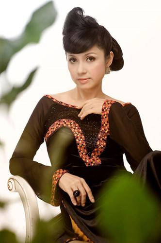 Thời gian gần đây, Việt Trinh trở lại showbiz với vai trò đạo diễn. Người đẹp chỉ chia sẻ chị có con trai, nhưng giữ kín về danh tính người đàn ông bên mình.