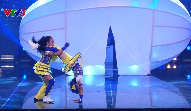 Màn trình diễn đáng chú ý của cặp thí sinh nhí Như Minh - Hà My ở vòng bán kết.