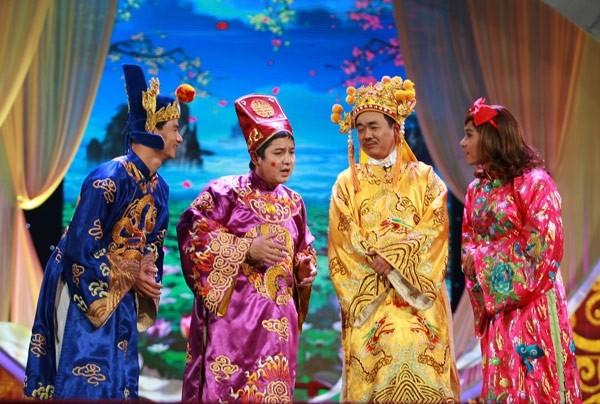 Khổ thân Nam Tào, đến năm 2013, anh vẫn chưa được thay y phục trong khi cô Đẩu đã xúng xính váy áo mới