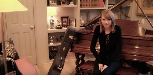 Căn nhà có không gian nhỏ gọn, đặc biệt không thể thiếu đàn piano và guitar - những nhạc cụ yêu thích của Taylor Swift.