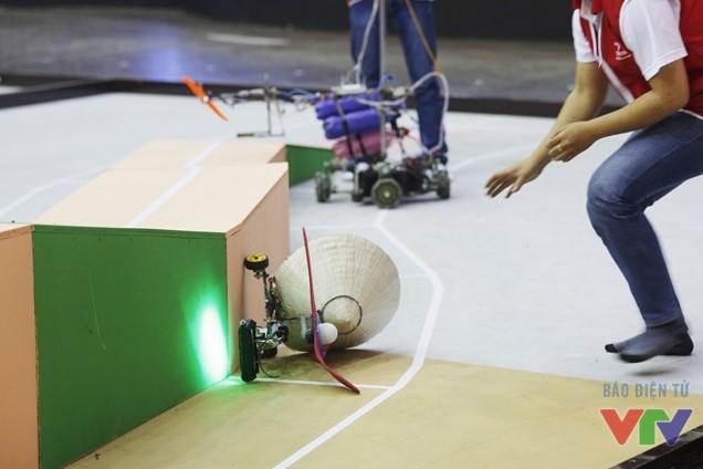 Khi robot té nhào